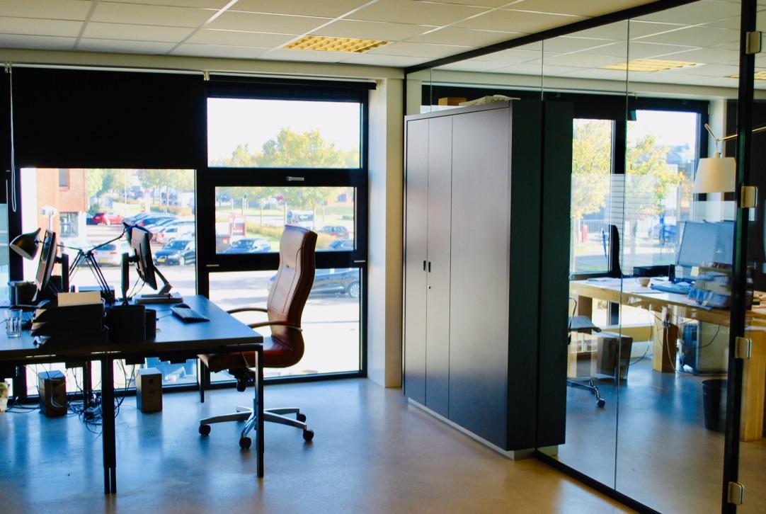 Werkplek in inudusrieel kantoor