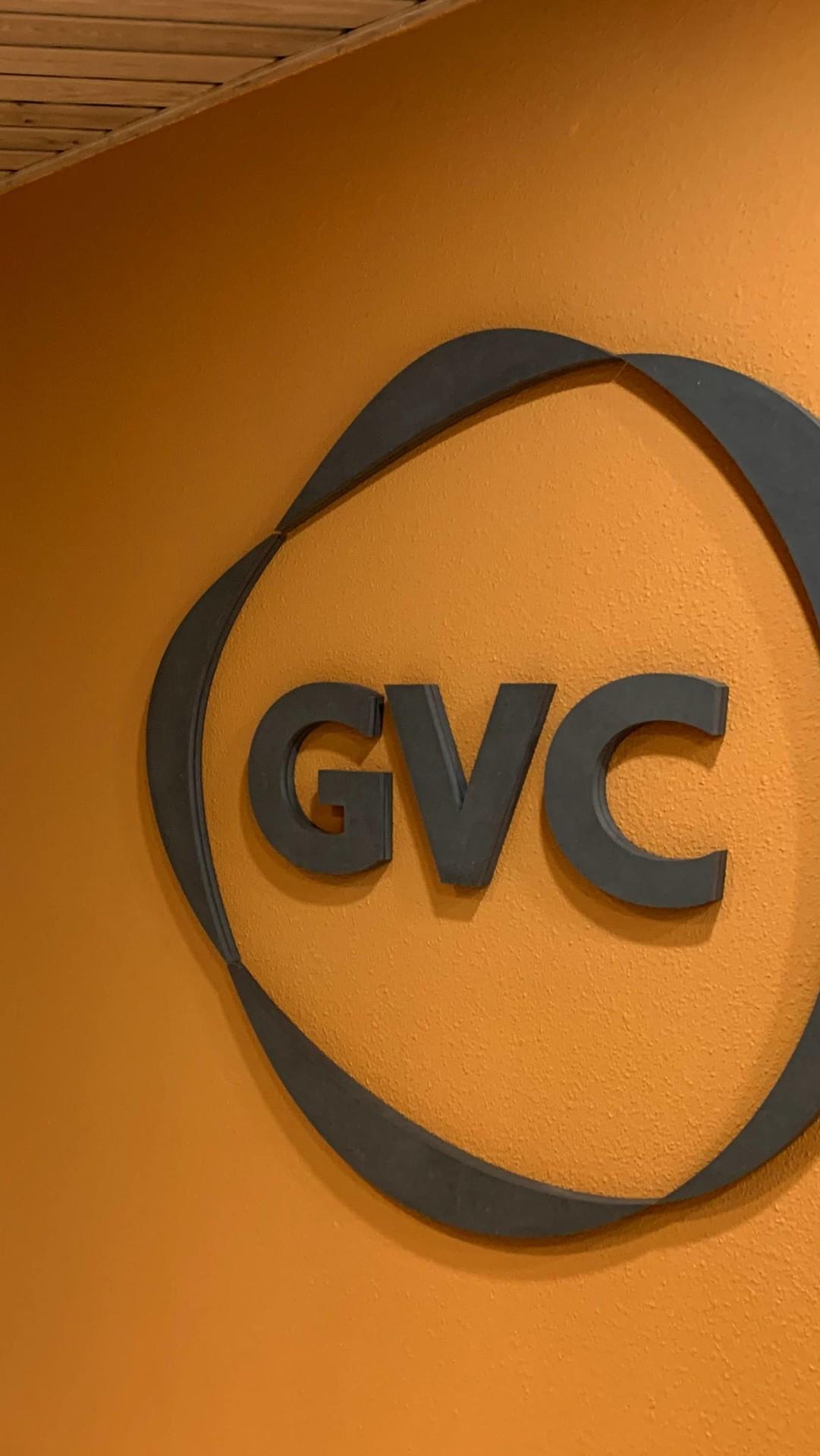GVC logo op muur